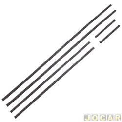 Friso lateral - alternativo - Opala Comodoro 1982 até 1984  - 2 portas - fixado com grampo - com filete cromado - cod:1113G - preto - jogo