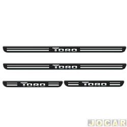 Aplique da soleira - Emblemax - Toro 2016 em diante - resinado - 4 portas - auto colante - preto e cromado - cada (unidade) - SOL018
