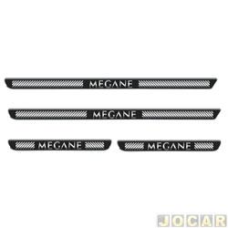 Aplique da soleira - Emblemax - Mégane 2007 até 2013 - resinado - 4 portas - auto colante - preto e cromado - jogo - SOL026