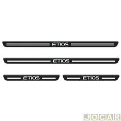 Aplique da soleira - Emblemax - Etios 2012 em diante - resinado - 4 portas - auto colante - preto e cromado - jogo - SOL034